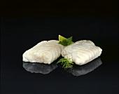 Zwei Alaska-Seelachs-Filets (aufgetaute Tiefkühlprodukte)