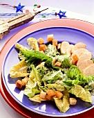 Caesars Salad (Romanasalat) mit Putenbrust & Croutons