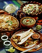 Mexikanisches Menü mit Nachos,Guacamole,Fajitas,Reis,Granita