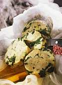 Steaming spinach napkin dumpling, cut open