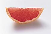 Schnitz einer rosa Grapfruit