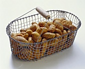 Potatoes (Italian Sieglinde) in wire basket