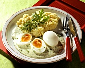 Medium-soft (waxy) eggs with herb sauce & mashed potato