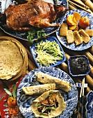 Chinesisches Menü mit Pekingente, Teigröllchen, Dessert
