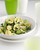 Conchiglie primavera (Pasta with green asparagus and peas)