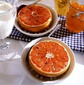 Grilled grapefruit halves with honey