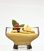 Vanilla mousse with chocolate flakes & raspberries in glass