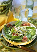Sorrel salad with beans and fried bacon