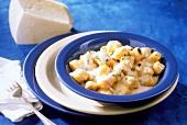 Gnocchi ai quattro formaggi (gnocchi with cheese sauce)