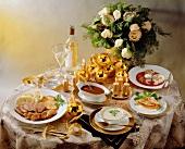 Menü: Cremesuppe, Lachsforellencrepe, Ente & Birnendessert