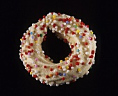 A meringue ring sprinkled with sugar