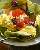 Toast with scrambled egg, tomatoes & lettuce (toast cups)