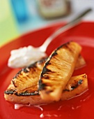 Grilled pineapple with yoghurt and maple syrup