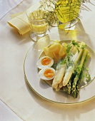 Green & white asparagus with whipped chervil sauce