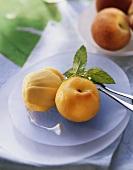 Pfirsich in Weisswein mit Mangosorbet