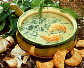 Nettle soup with puff pastries
