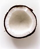 Eine Kokosnusshälfte