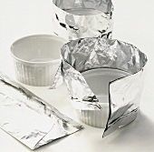 Wrapping aluminium foil around a soufflé dish