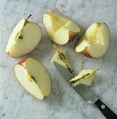 Apfel entkernen