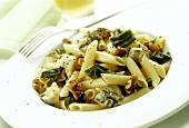 Pasta montagnola (Penne with blue cheese and walnuts)