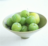 Reine-claudes (greengages) in a bowl