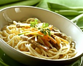 Spaghetti with strips of escalope and wok vegetables