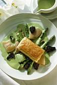 Calf's head with puff pastry, asparagus, morels & chervil sauce