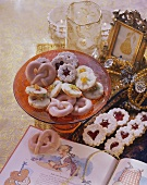Punch pretzels, Spitzbuben cookies & sandies with dried fruit