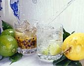 Caipirinha mit Limette und mit Passionsfrucht