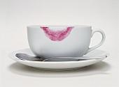 Kaffeetasse mit Lippenstiftabdruck
