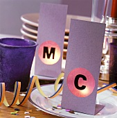 Place cards illuminated by tea lights