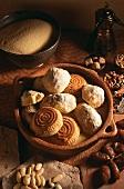 Teegebäck mit Datteln, Mandeln und Pistazien
