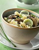 Fusilli con manzo (Fusilli with beef fillet strips & leeks)