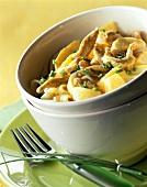 Tagliatelle al pollo (Ribbon pasta with chicken and fruit)
