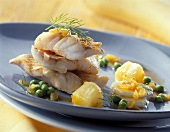 Red perch fillet with fruit and peas
