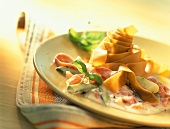 Green asparagus with wholemeal pasta and ham