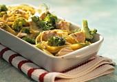Bucatini gratin with broccoli and salmon
