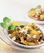 Fried potatoes with mince and sheep's cheese