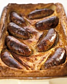 Toad-in-the-hole (Würstchen in Pfannkuchenteig)