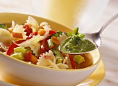 Minestra al pesto (Vegetable stew with farfalle and pesto)