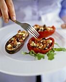 Gefüllte Aubergine und gefüllte Paprika