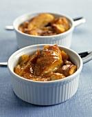 Aprikosen-Brot-Pudding in Souffle-Förmchen