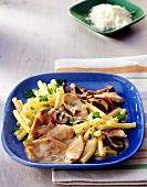 Roast turkey breast with macaroni and ceps