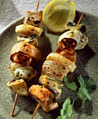 Fish kebabs with scallops, mushrooms and bacon