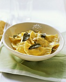 Ravioli alla toscana (Ravioli with sage and garlic)