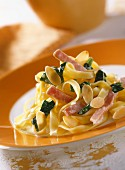 Tagliatelle with ham and spinach sauce
