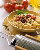 Spaghetti al pomodoro (Spaghetti with tomato & vegetable sauce)