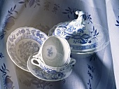 Crockery and tablecloth with onion design