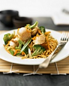 Chinese egg noodles with scallops and vegetables
