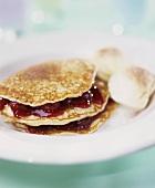 Pancakes mit Kirschfüllung